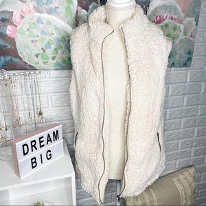 Love Tree Ivory Sherpa Zip Up Vest Size Large